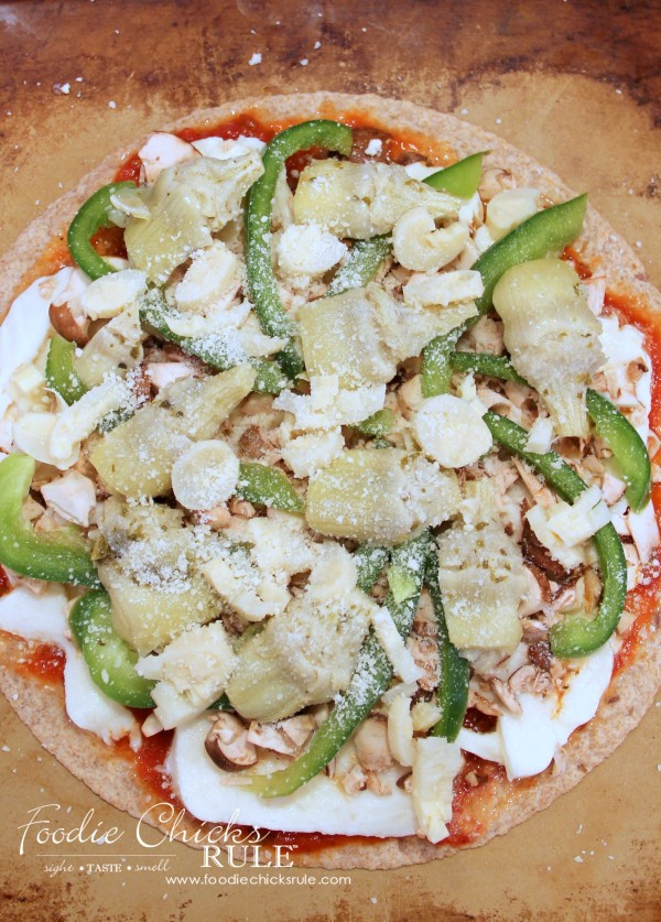 Healthy Veggie Pizza! SO simple tho throw together with these (or any!) ingredients! foodiechicksrule.com #healthyveggiepizza #healthypizza #veggierecipes #healthyrecipes #pizzarecipes #tortillarecipes #glutenfreerecipes #dairyfreerecipes