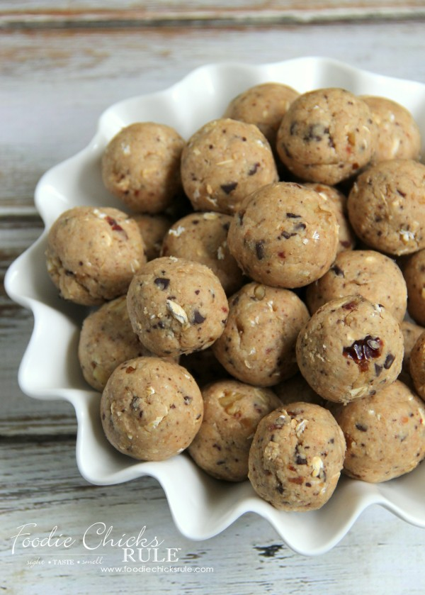 Gluten Free Healthy Breakfast Balls (and snacks) - EASY recipe! #glutenfree foodiechicksrule