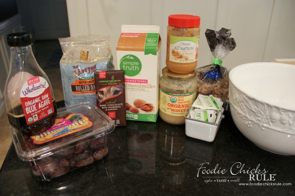 Gluten Free Healthy Breakfast Balls (and snacks) - Ingredients needed - #glutenfree foodiechicksrule