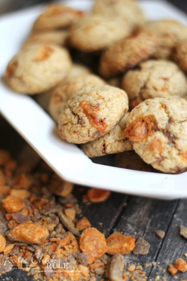 Butterfinger Biscotti Bites - Delish!! (Butterfinger Cookies, Butterfinger Desserts)  artsychicksrule.com