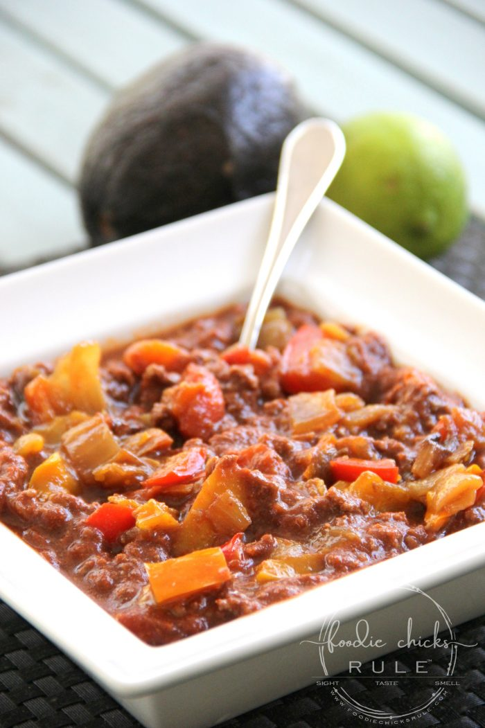 Whole30 Beanless Chili - (so thick and hearty!!) foodiechicksrule.com #whole30 #beanlesschili #whole30recipe #whole30chili