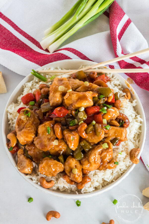This amazing Cashew Chicken Recipe is a winner in our house! Simple to make (of course!), beautiful presentation and full of flavor! foodiechicksrule.com #cashewchicken #cashewchickenrecipe #thairecipes #chickenandrice